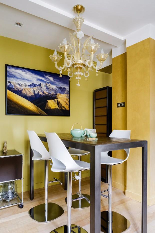 inspiring feng shui modern home in paris. Black Bedroom Furniture Sets. Home Design Ideas