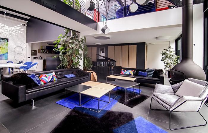 10 sur dix a prodigious showroom in paris. Black Bedroom Furniture Sets. Home Design Ideas
