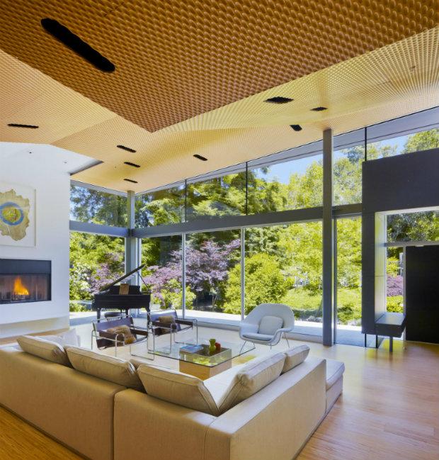 California Modern House Nestle Between a Stream and a Hillside