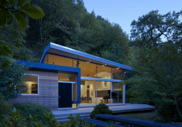 California modern house nestle between a stream and a hillside - Casa tipo loft ...