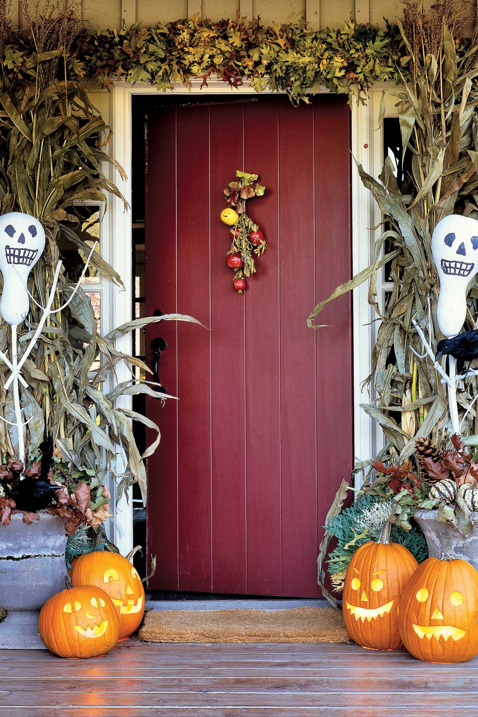 The Wickedest Tips for Your Outdoor Halloween Decorations 2