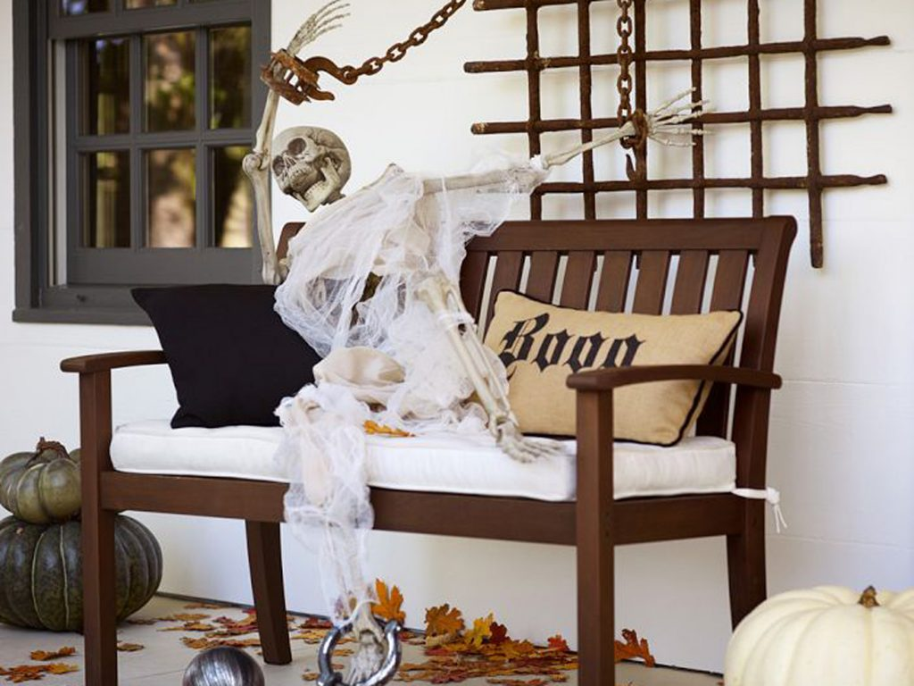 The Wickedest Tips for Your Outdoor Halloween Decorations 5
