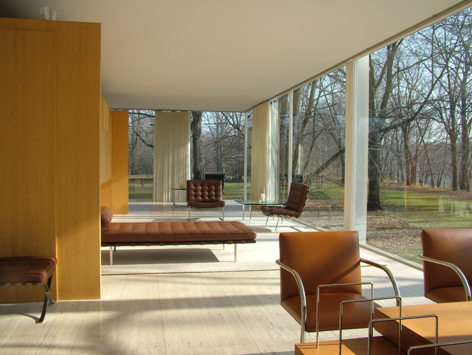 Unique Design: The Renowned Farnsworth House by Mies Van der Rohe