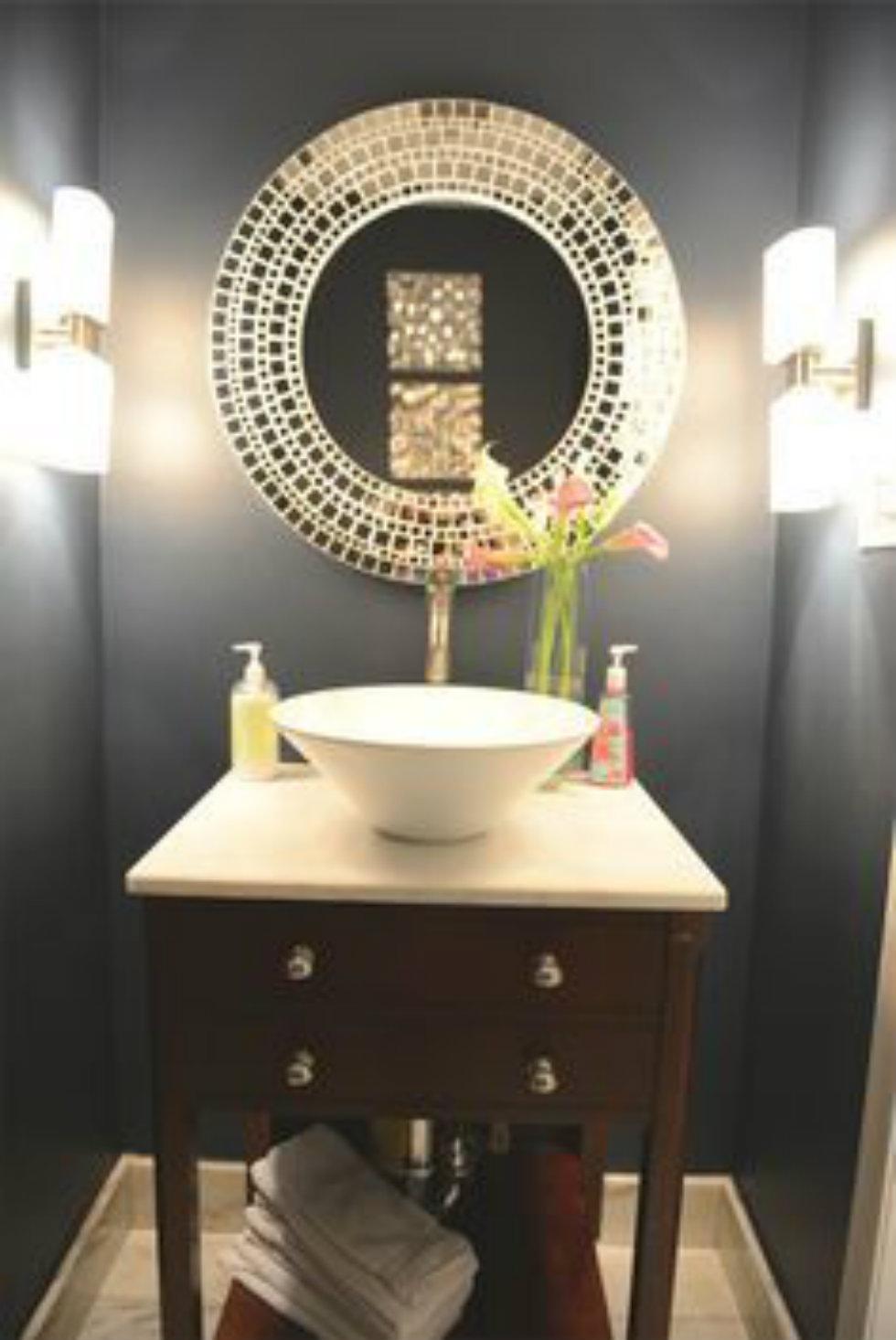 Original ideas for bathroom lighting lighting for Bathroom chandelier lighting ideas