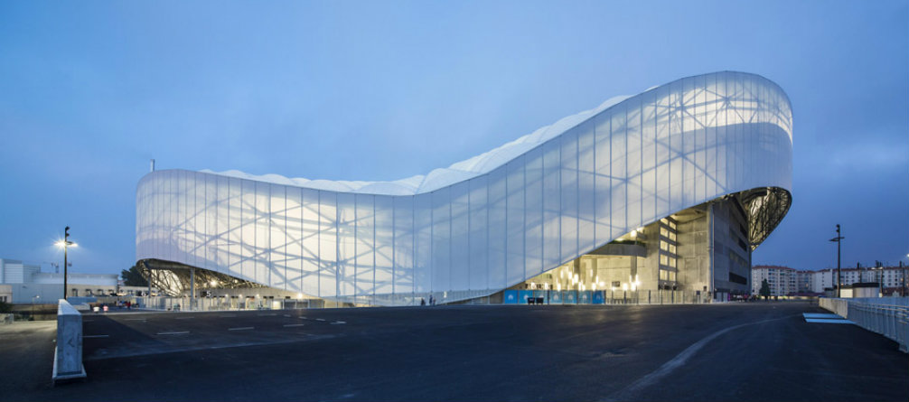 Architecture The undulating roof of Marseille Football Stadium (6)