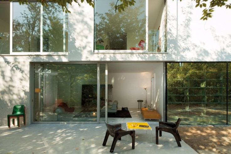 """Find out the true meaning of """"less is more"""" in this minimalist house!"""