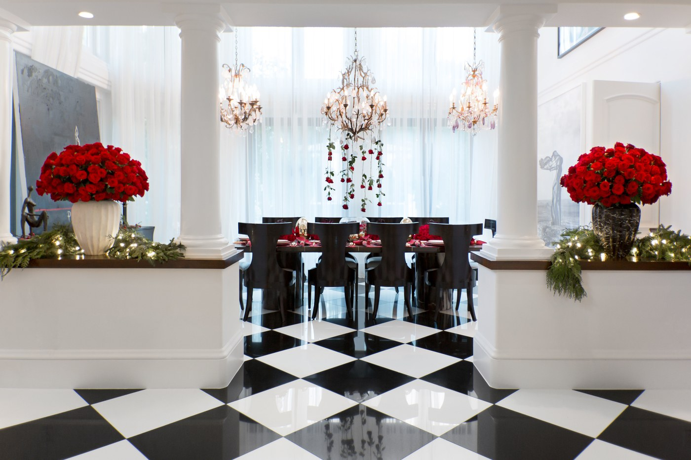 Kris Jenner Bedroom Decor See What Are Kris Jenners Favourite Christmas Decor Ideas