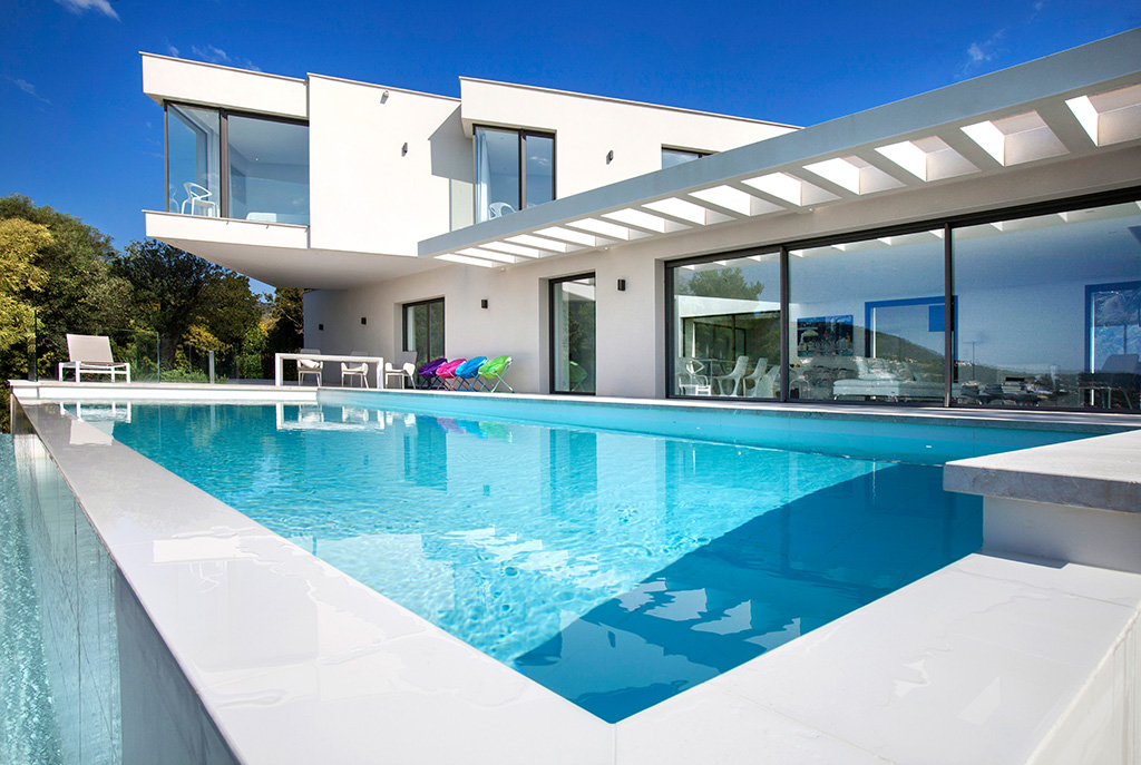 St Tropez Holidays- We Know the Right Villa for You to Buy!