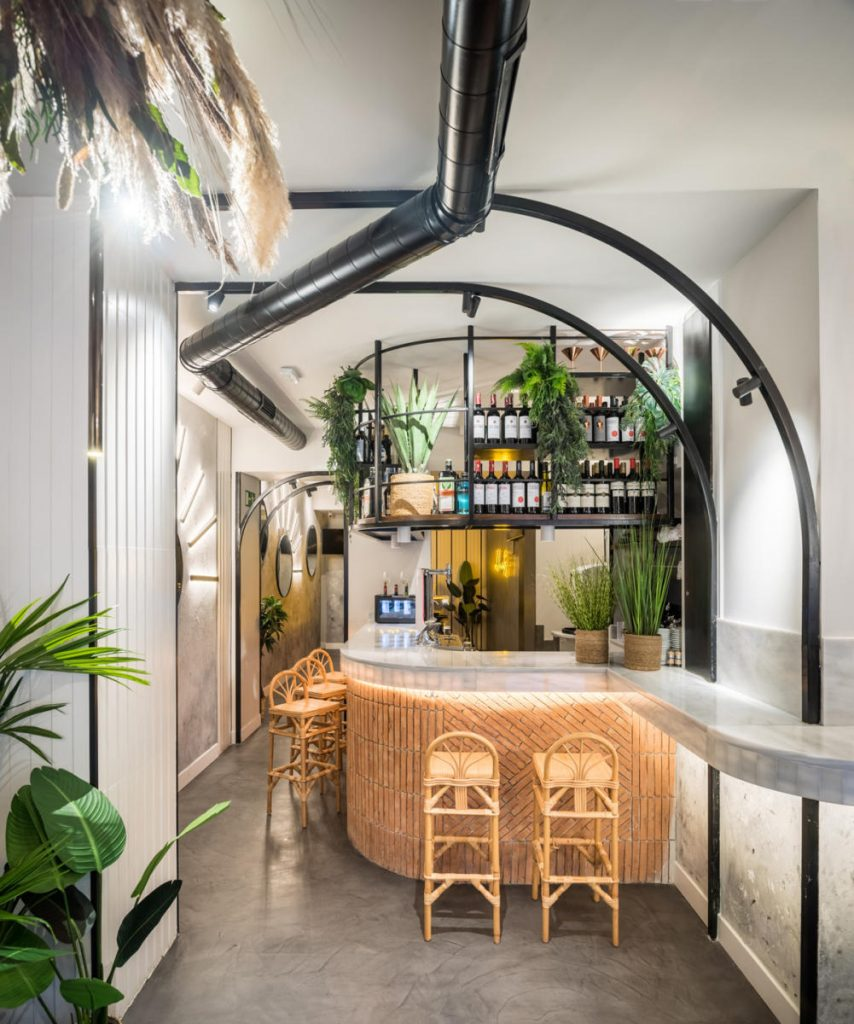Boho-Chic and Minimalism Meet In this Bar Project of LEdesign4u